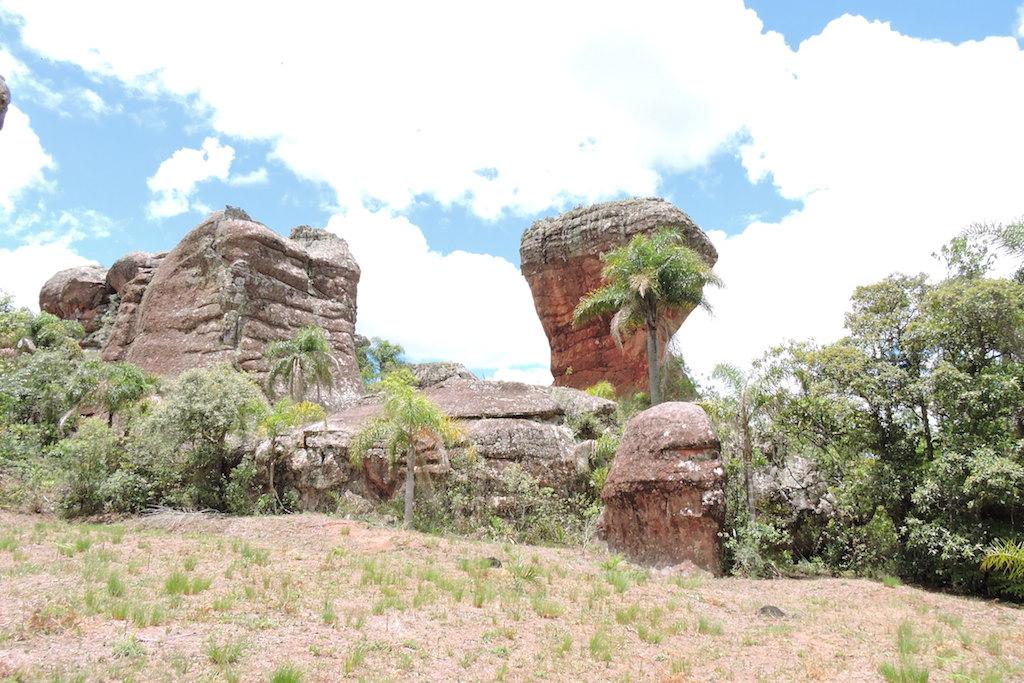 Parque Estadual de Vila Velha: contemplação da natureza milenar.