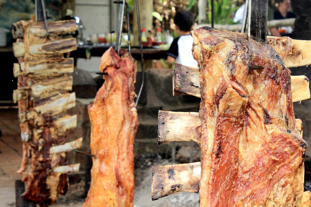Dica de lugar para comer em Cambé, cidade vizinha à Londrina: Lá No Fundo Restaurante